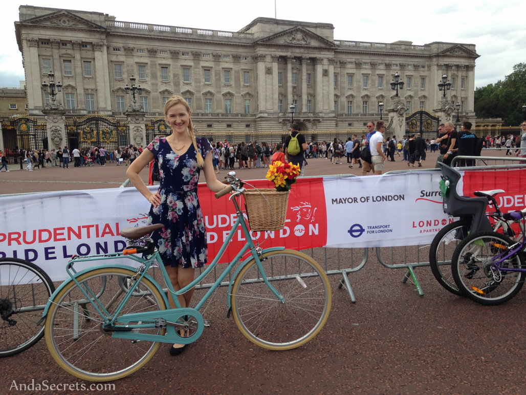 FreeCycle route took us straight past Buckingham Palace right before going down The Mall and past Trafalgar Square